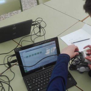 Alumnos del colegio Divina Pastora de Chipiona aprenden robótica a través de LEGO