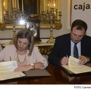 Acuerdo con Cajasur_Irene G y Artemio del Corral firmando