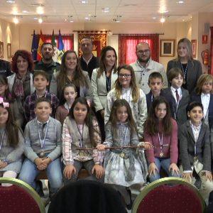 El Ayuntamiento conmemora el Día de la Constitución con un Pleno Infantil en el que han participado 18 alumnos de todos los colegios.
