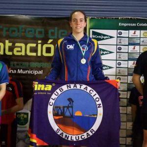 La joven nadadora chipionera Laura Benítez afronta este fin de semana una oportunidad de clasificación para los campeonatos de España y de Andalucía