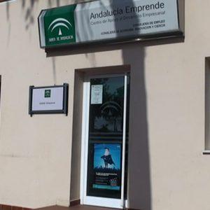 El CADE de Chipiona asesora en la solicitud de las subvenciones EMPRENTUR para nuevas empresas en el ámbito turístico