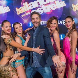 Roberto Leal y bailarinas