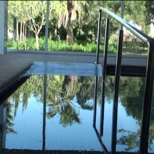 El Ayuntamiento de Chipiona subvenciona el mantenimiento de la caldera de biomasa de la piscina terapéutica de Afanas