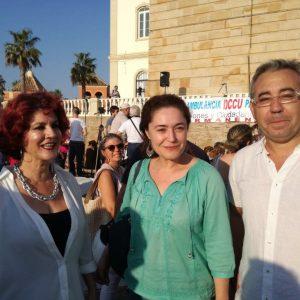 Nieto junto a concejales de IU Chipiona durante una visita a la localidad.