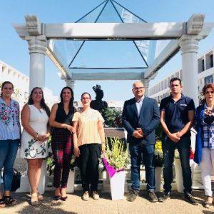 Ayuntamiento de Chipiona y 'RJ La más grande' recuerdan a Rocío Jurado con una ofrenda floral en el día de su cumpleaños