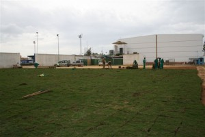 Un campo de futbol siete de césped natural
