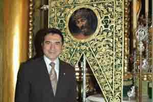 Antonio Montiel realiza dos pinturas para la semana santa de Almogía