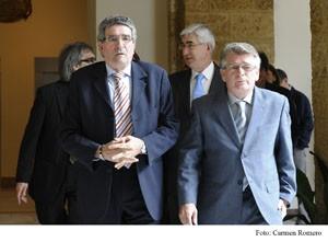 Pizarro anuncia en Cádiz una nueva etapa de acercamiento desde la Junta al mundo local