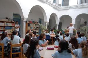 Animación a la lectura para escolares en la biblioteca de Chipiona