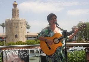 Isabel Fayos canta a Rocío Jurado en el tercer aniversario de su muerte