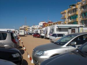 El PP chipionero denuncia acampadas de caravanas en un aparcamiento municipal.-