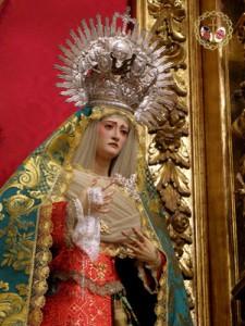 La Virgen de los Dolores estrena saya y tocado(Chipiona)