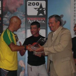 Deportes reconoce la labor de los voluntarios del «Desafío Doñana» Tristar 200 Andalucía