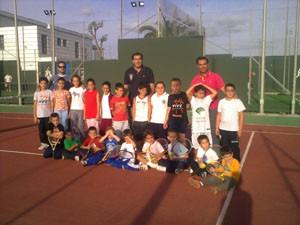 Pequeños baloncestistas comparten experiencias en el Club de Tenis.-(Chipiona)