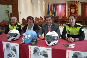 En marcha un curso de aerografía de cascos para fomentar su uso entre los jóvenes(Chipiona)