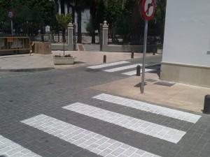 Pintados los pasos de peatones que indicaron los niños y niñas de educación vial(Chipiona)