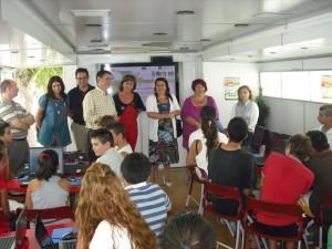 Un autobús  para la    conciliación de la vida familiar y laboral  visita Chipiona