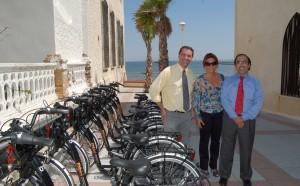Economía y el ayuntamiento de Chipiona ponen en marcha un sistema público de transporte sostenible con 70 bicis