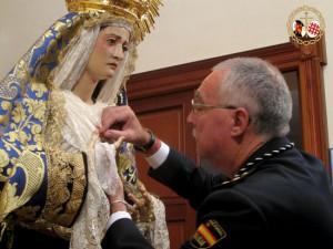Imponen  la Medalla de Oro del Santo Ángel a la Virgen de los Dolores de Chipiona.