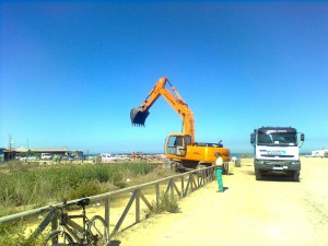 Comenzaron los trabajos de limpieza en el arroyo de Chapitel(Chipiona)