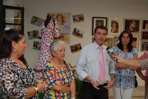 Manuel García inauguró ayer las primeras jornadas culturales Nuestra Rocío con una exposición de fotografías en la casa de la cultura(Chipiona)