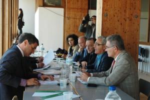 El delegado del Gobierno en Cádiz  coordina con sus  delegados en la lonja pesquera de Chipiona