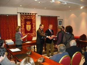El delegado provincial de Vivienda entrega los 51 proyectos de rehabilitación de vivienda de 2008