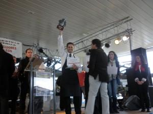 El chipionero Pedro Mora, subcampeón internacional en el concurso de cortadores de jamón de Salvaleón