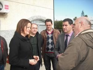 La delegada provincial de Medio Ambiente se compromete con los vecinos de Valdeconejos en la iluminación de los viales(Chipiona)