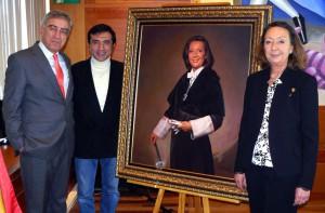 El pintor Antonio Montiel presenta el retrato de la Rectora Araceli Macia en la UNED