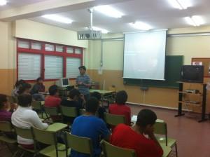 Alumnos del IES Salmedina asisten a la charla trastornos de la conducta alimentaria