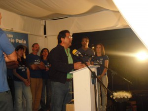 Antonio Peña cumple su compromiso y celebra un mitin en Pozo Romero