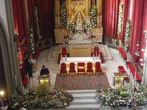 Medio centenar de entidades ciudadanas y muchos particulares participan en la ofrenda floral a la Virgen de Regla