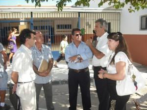 El alcalde visita las obras de puesta a punto del Colegio Aparcero y asiste al inicio del curso escolar