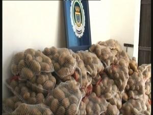 La policía local interviene ochocientos kilos de patatas por venta ambulante ilegal