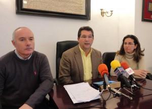 El alcalde de Chipiona logra un acuerdo que posibilita el fin de la huelga de limpieza