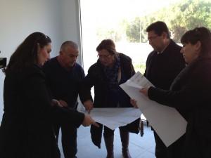 El ayuntamiento logra importantes compromisos de la Delegada Provincial para el colegio Los Argonáutas