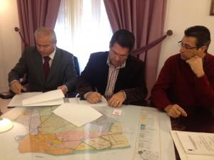 Firmado el contrato de suministro e instalación de la caldera de biomasa de la piscina municipal