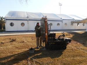 Comienza la instalación de la caldera de biomasa y el silo de combustible de la piscina municipal