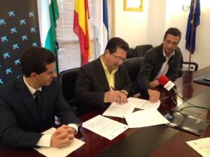 El Ayuntamiento de Chipiona y MicroBank firman su primer acuerdo de colaboración para incentivar la actividad emprendedora