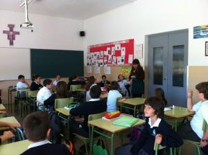 Davinia Valdés participa en una lectura continuada del Quijote realizada en el Colegio Virgen de Regla con motivo del Día Internacional del Libro