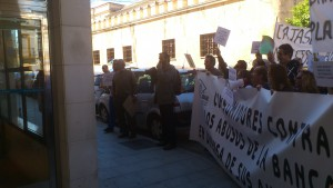 IU reclama apoyo jurídico estatal a los afectados por la estafa bancaria de las participaciones preferentes