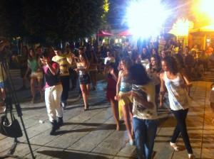 """Gran participación de jóvenes en el taller de bailes latinos del programa """"Chipiona ante las drogas"""""""