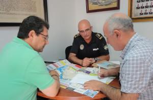 Informan sobre la retirada de las farolas solares del paseo marítimo y la coordinación del tráfico