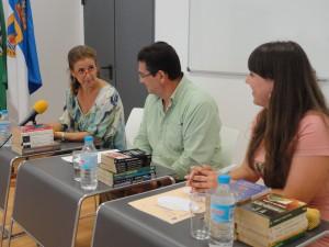 Recepcionan la colección bibliográfica donada por la familia de  Francisca Segovia Mora-Figueroa