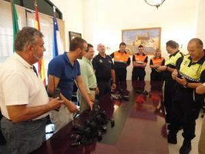 El Ayuntamiento de Chipiona hace entrega a Protección Civil y Policía Local de una emisora y walkies