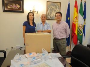 Ayuntamiento de Chipiona y Diputación entregan medicamentos para los niños saharauis