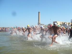 200 nadadores participarán en la espectacular travesía a nado Picoco-Playa de Regla