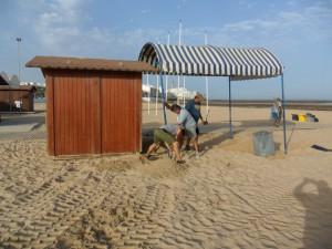 La Delegación de Playas instala un área de descanso para personas con movilidad reducida en la playa Cruz del Mar