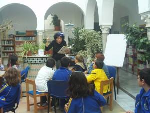 La ilustradora Abril Morillo acerca la figura de Rafael Alberti a los escolares de Chipiona con un taller literario